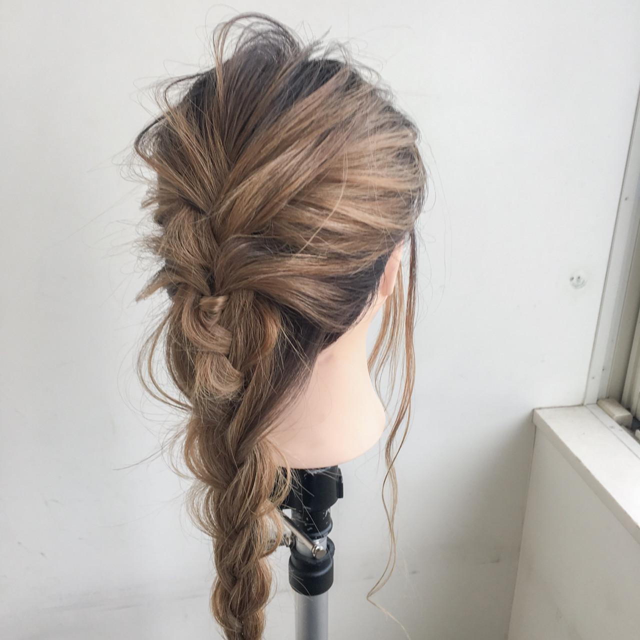 アウトドア 外国人風 ストリート グレージュ ヘアスタイルや髪型の写真・画像