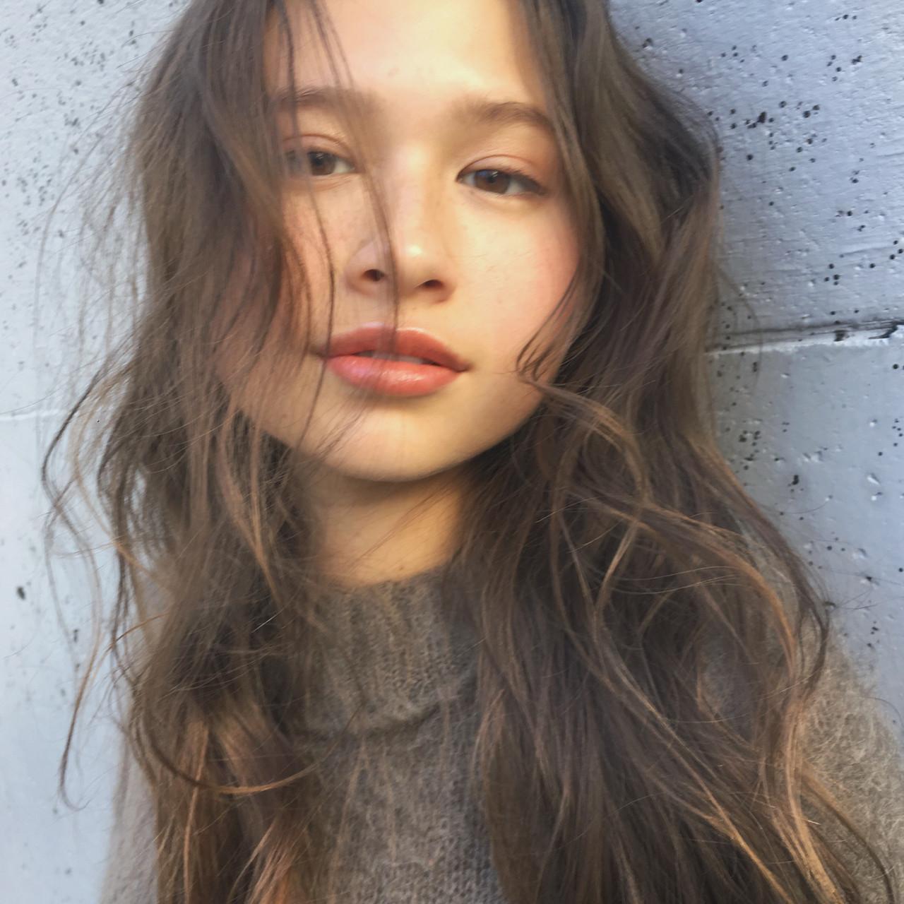 前髪なしのハイライトロングで外国人顔に♡ 中島 潮里 / LOAVE