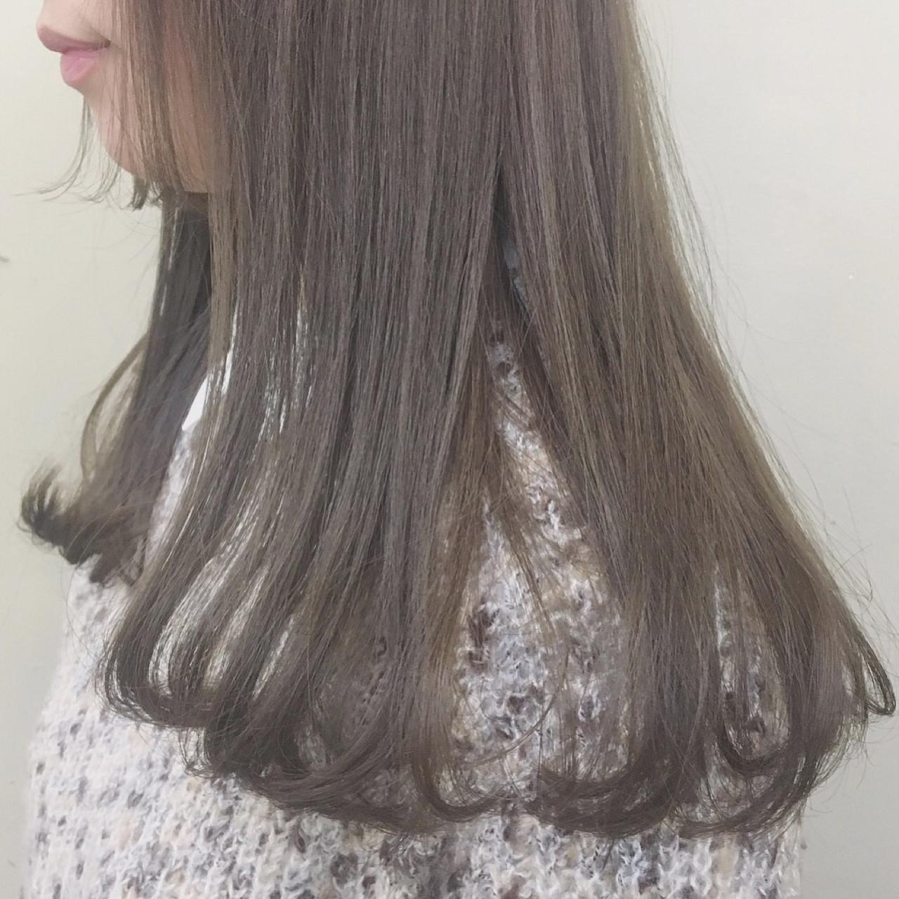透明感たっぷり♡アッシュベージュのストレートヘア 下地 由美