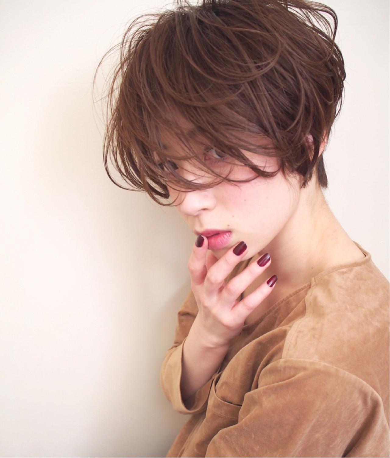 アッシュグレージュ アッシュベージュ ショート キュート ヘアスタイルや髪型の写真・画像