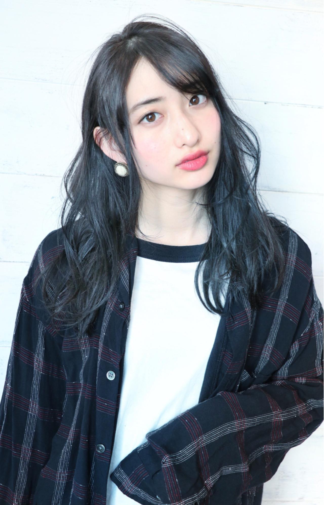 Aラインシルエットと柔らか質感が可愛いミディアム 浦野 陽介/joemi