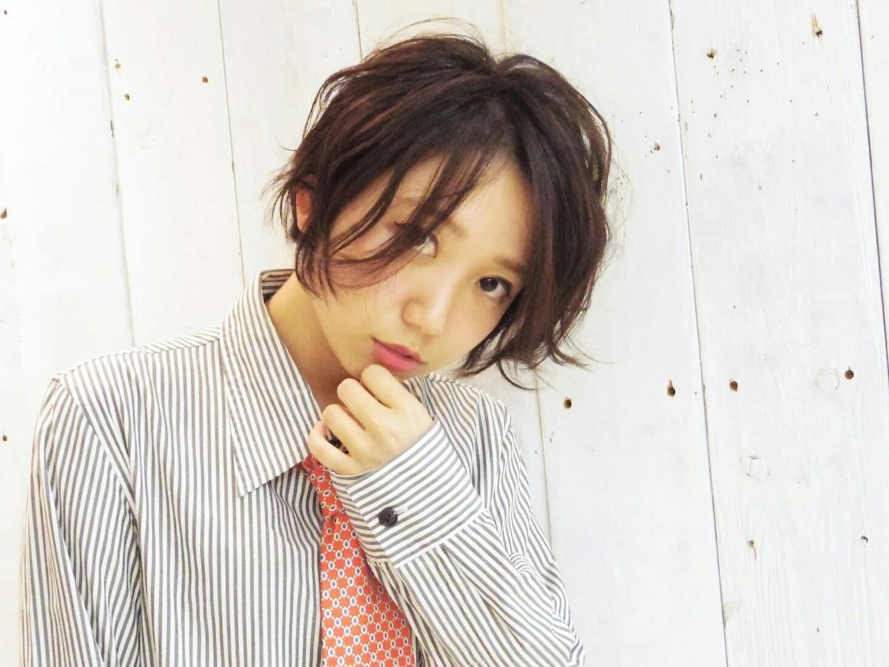 ショートボブの巻き髪はふわふわ軽やかさが魅力 KUMA | hair make PUR