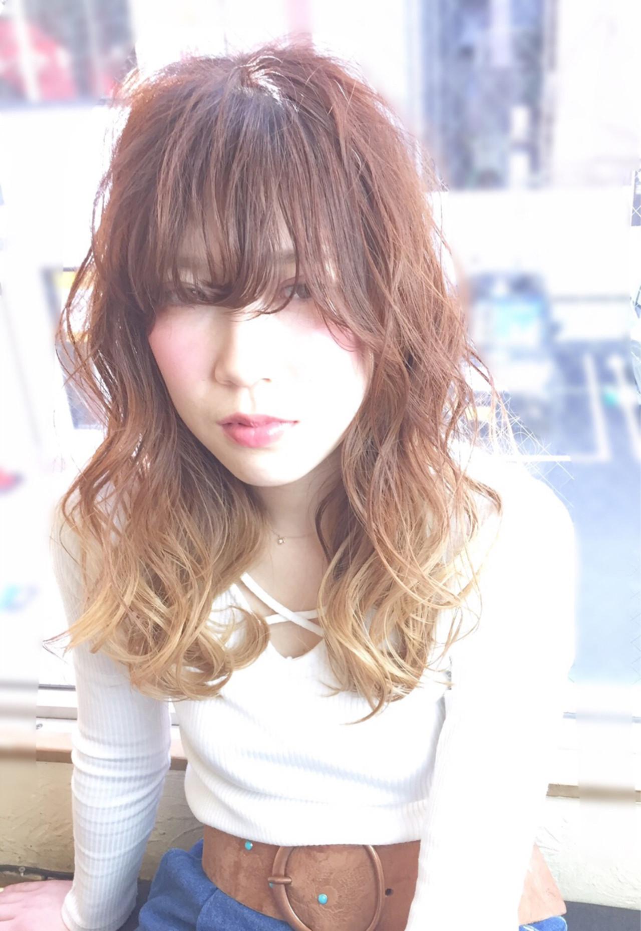 大人かわいい グラデーションカラー メッシュ セミロング ヘアスタイルや髪型の写真・画像