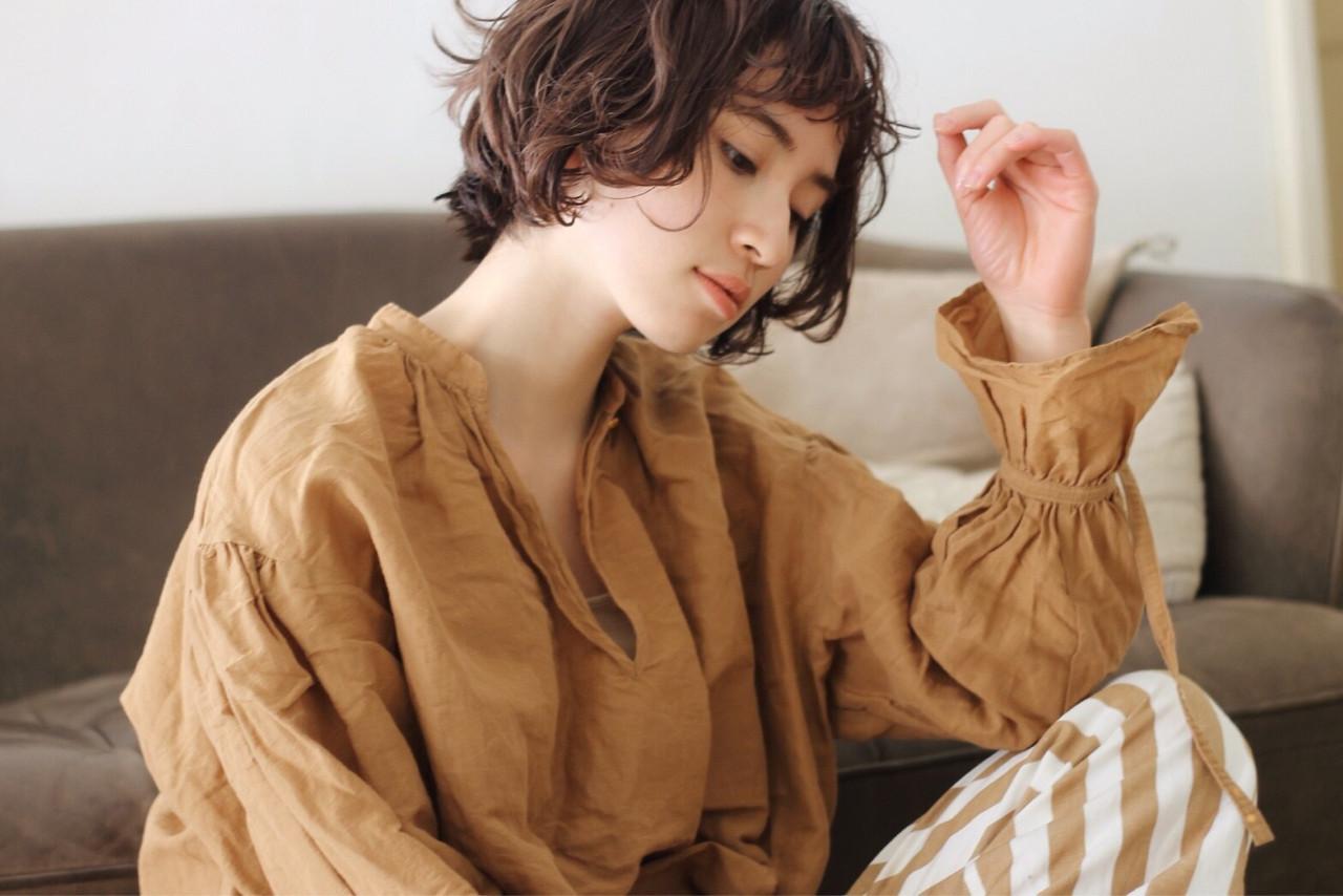 パーマをかけたショートバングがアンニュイな雰囲気♡ 菅沼宏恵