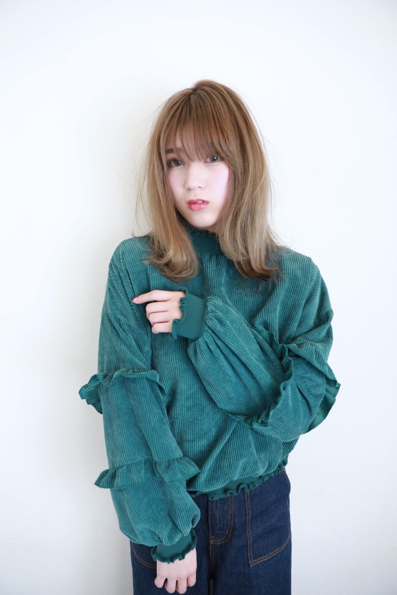 目にかかる長さのバングと透明感カラーの相性が抜群 Naoko Miura