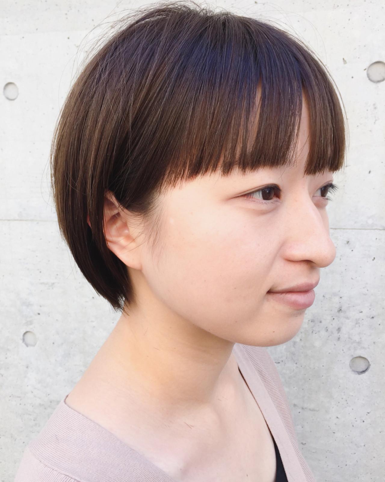 ショート アッシュブラウン 耳かけ ワイドバング ヘアスタイルや髪型の写真・画像