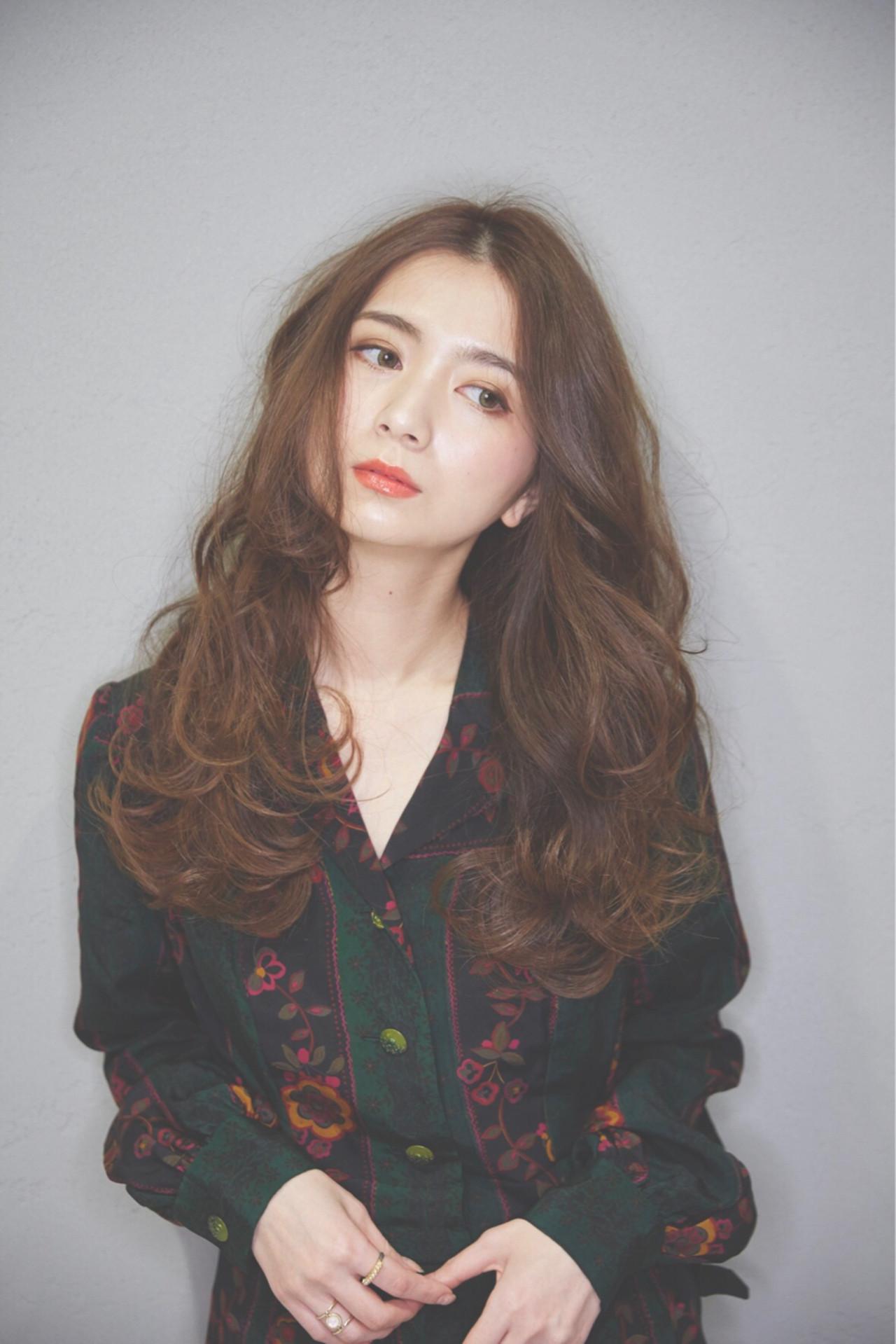 広がりのある大きめカールが特徴のロングヘア koki | Michio Nozawa hair salon ginza/Noz銀座店