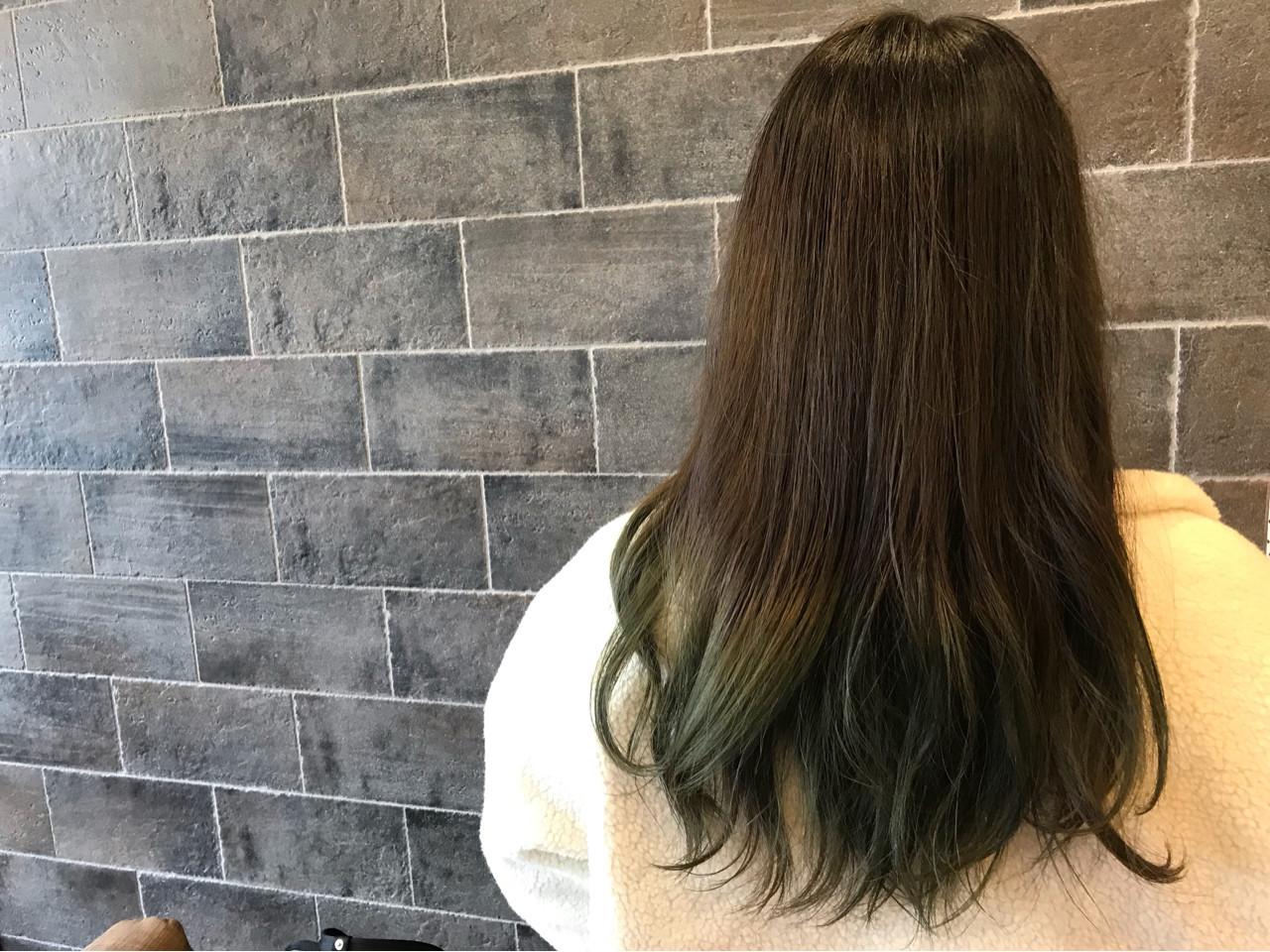 毛先をグリーンにして、目立ちすぎない個性派ロング☆ RoomRICHAIR | RoomRICHAIR