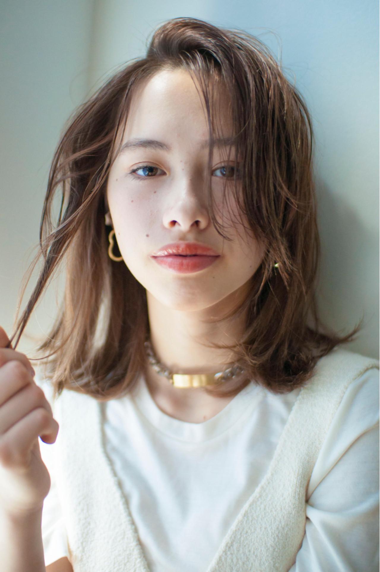 外国人のような無造作ミディアムヘア YUKINA / HOMIE TOKYO | HOMIE TOKYO