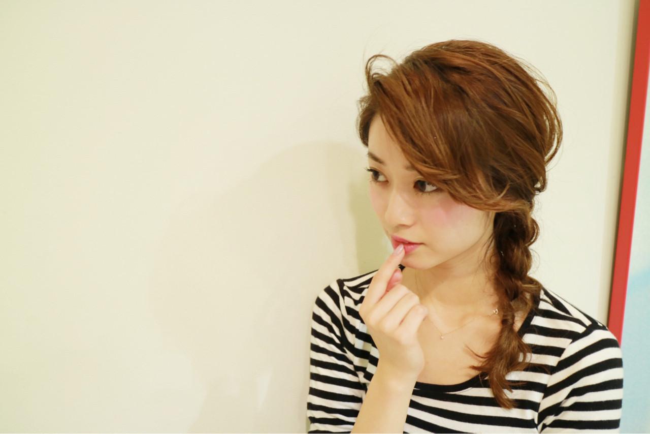 フェミニン セミロング 小顔 三つ編み ヘアスタイルや髪型の写真・画像