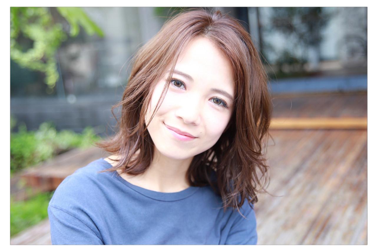 カジュアル感がかわいいミディアムヘア 小野 圭介