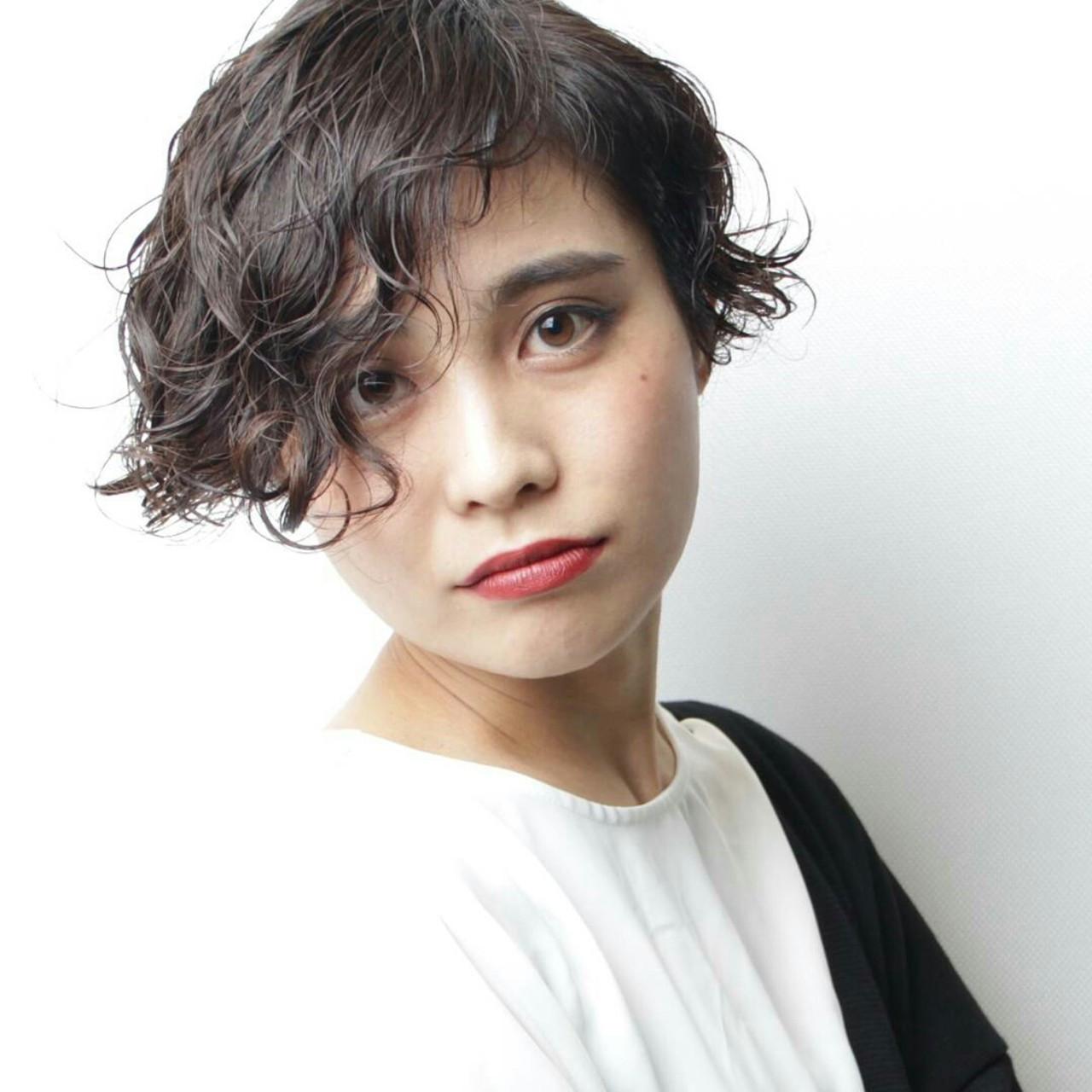 大胆なウエーブ前髪のショートスタイル 阿藤俊也 | PEEK-A-BOO NEWoMan新宿