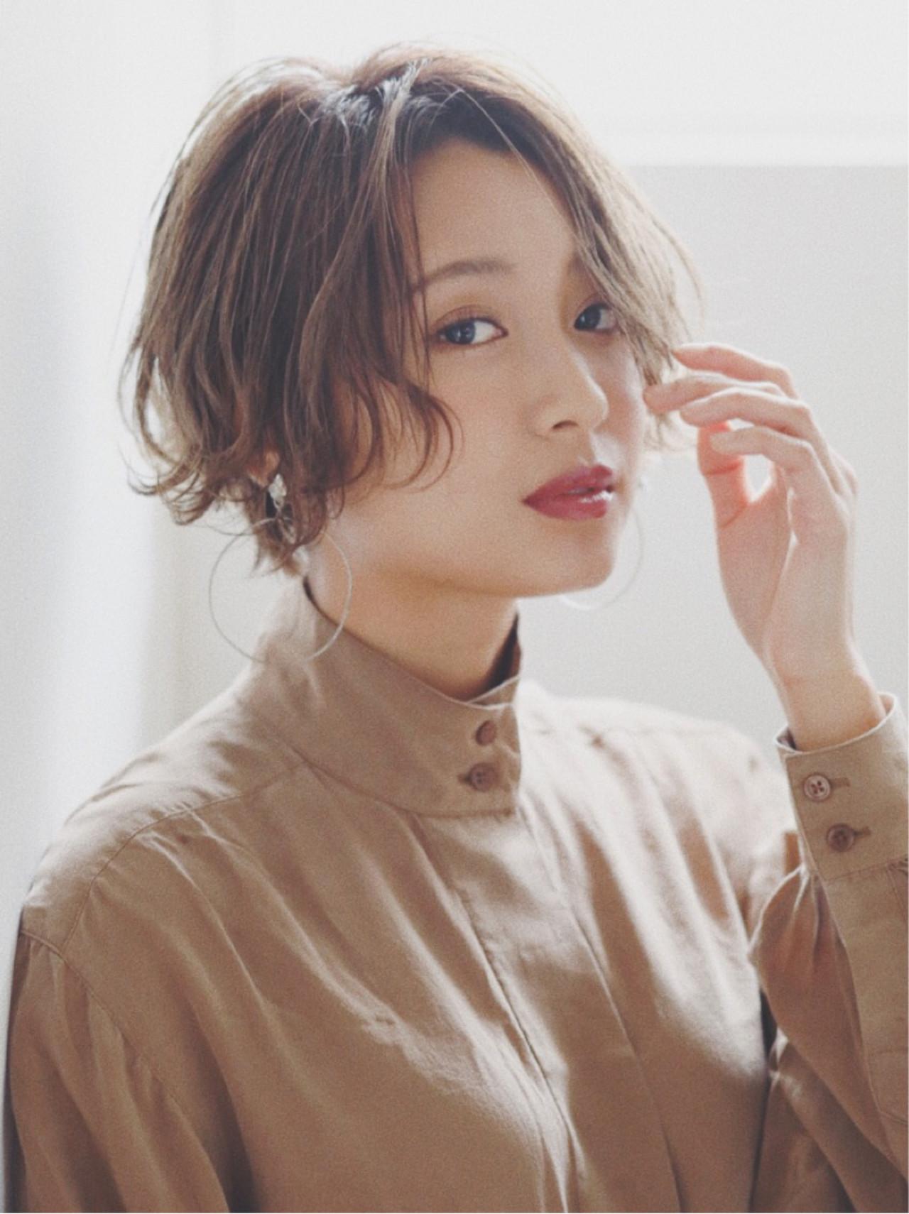 フワッと柔らかそうな髪で面長をカバー ニシムラ カナ | La familia