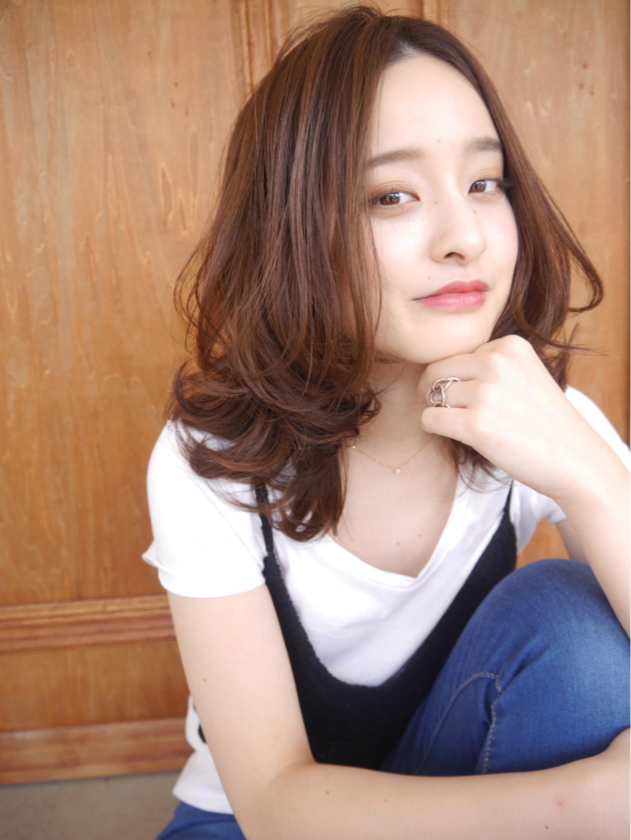 肌や瞳のカラーで、似合う髪色を決める yama