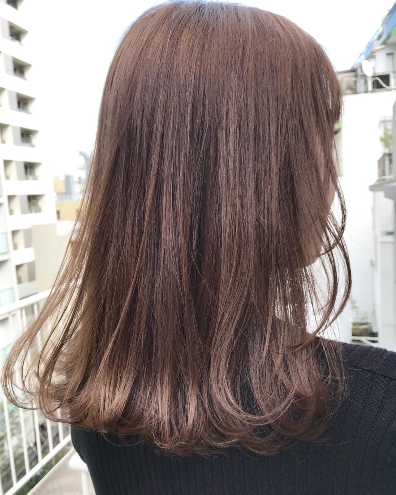 ミディアム グレージュ ナチュラル デート ヘアスタイルや髪型の写真・画像