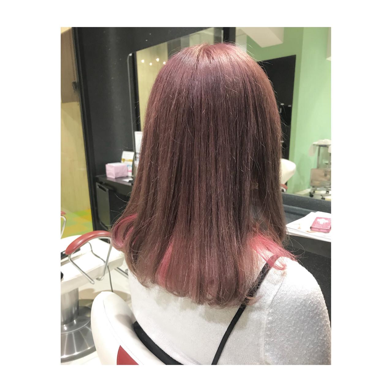 インナーカラー ミディアム ラベンダーアッシュ ピンクアッシュ ヘアスタイルや髪型の写真・画像