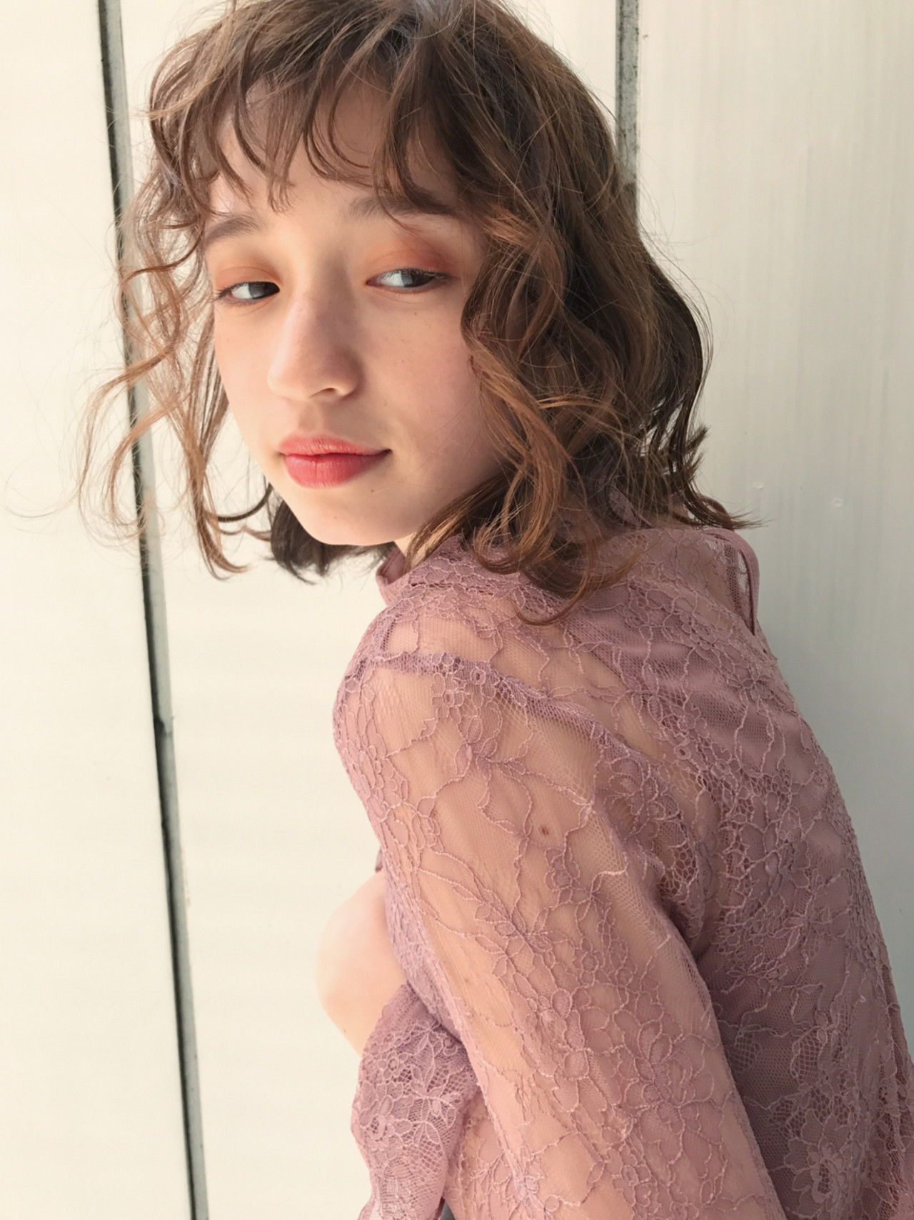 アッシュベージュ 大人かわいい フェミニン ゆるふわ ヘアスタイルや髪型の写真・画像