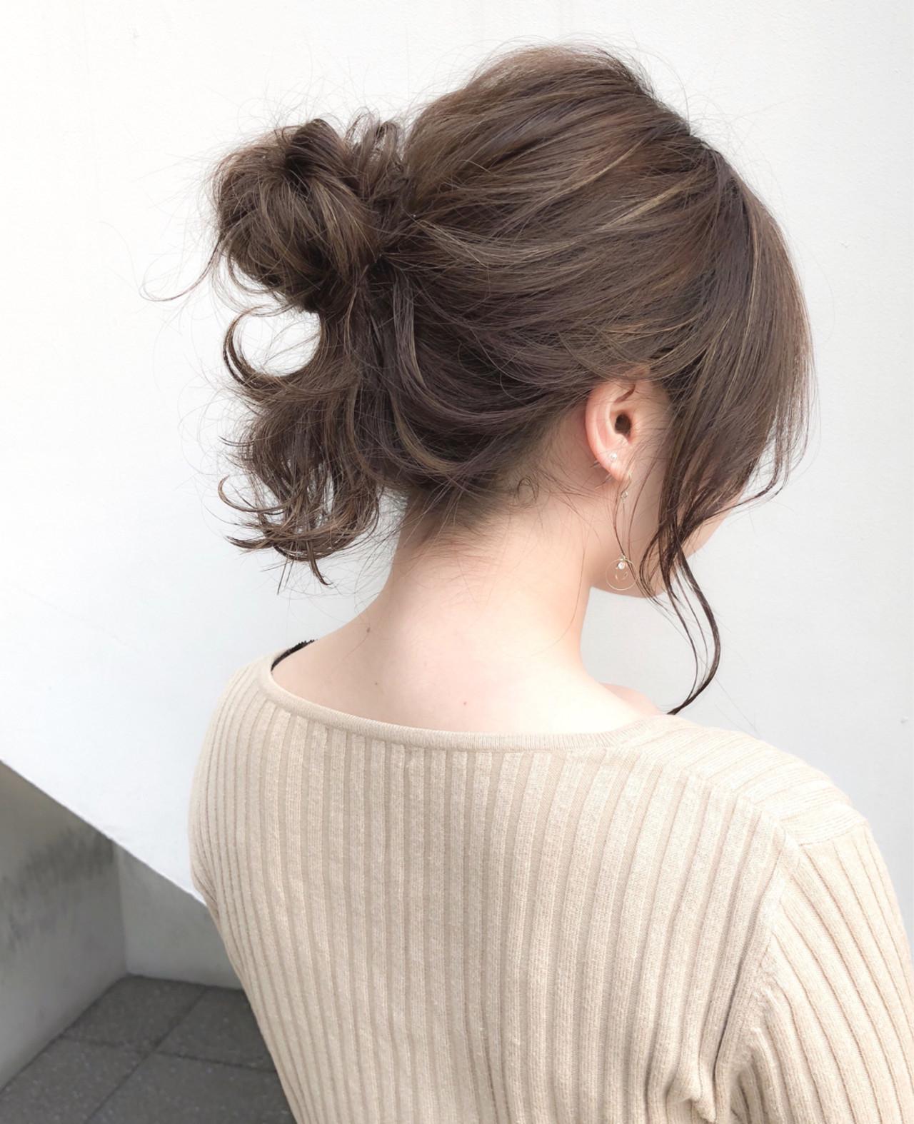 簡単ヘアアレンジ ミディアム お団子 フェミニン ヘアスタイルや髪型の写真・画像