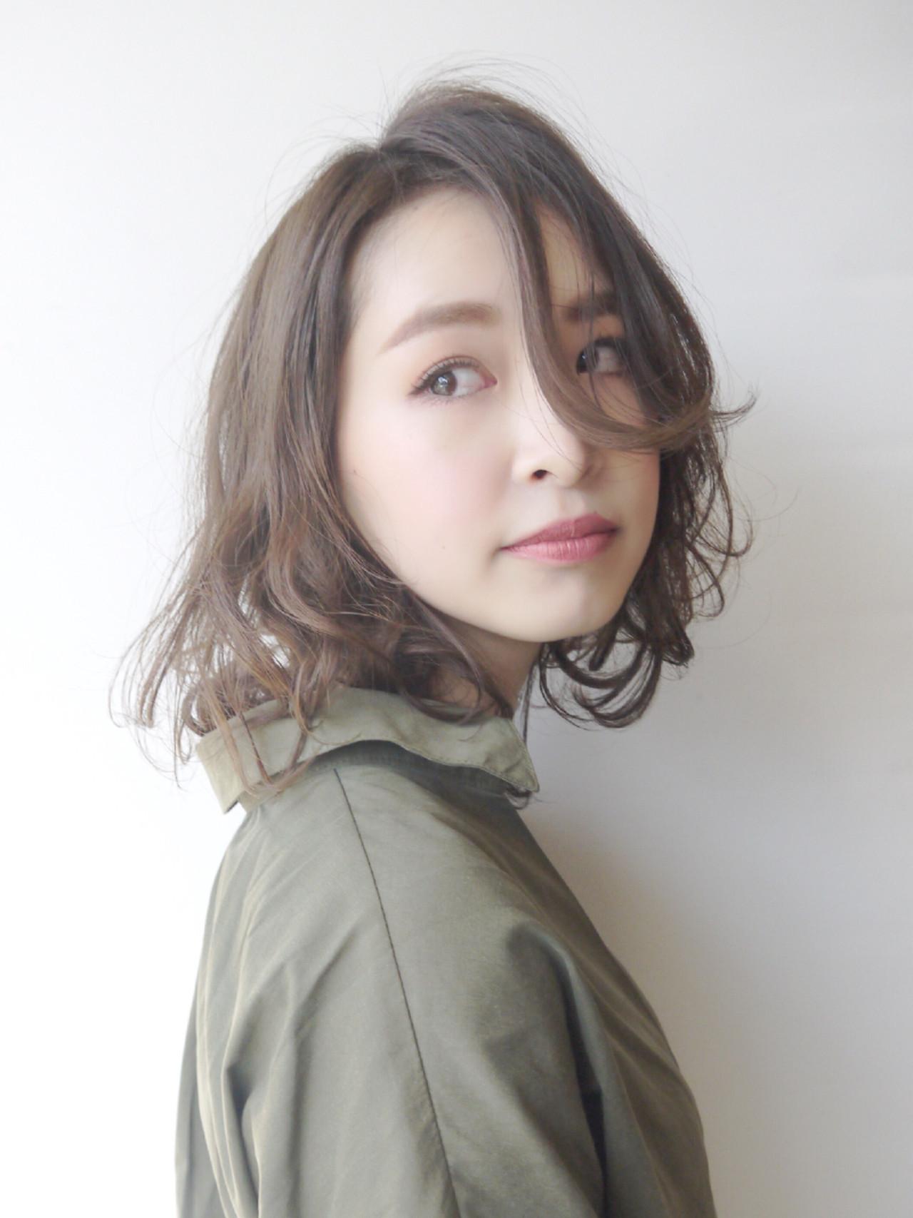 毛動きのあるウェービーレイヤーミディ Hiroki Sakuma【morio原宿】