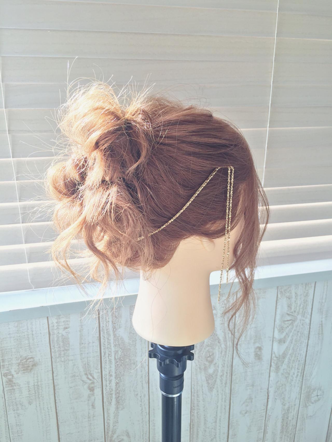 セミロング ヘアアクセ カチューシャ お団子 ヘアスタイルや髪型の写真・画像