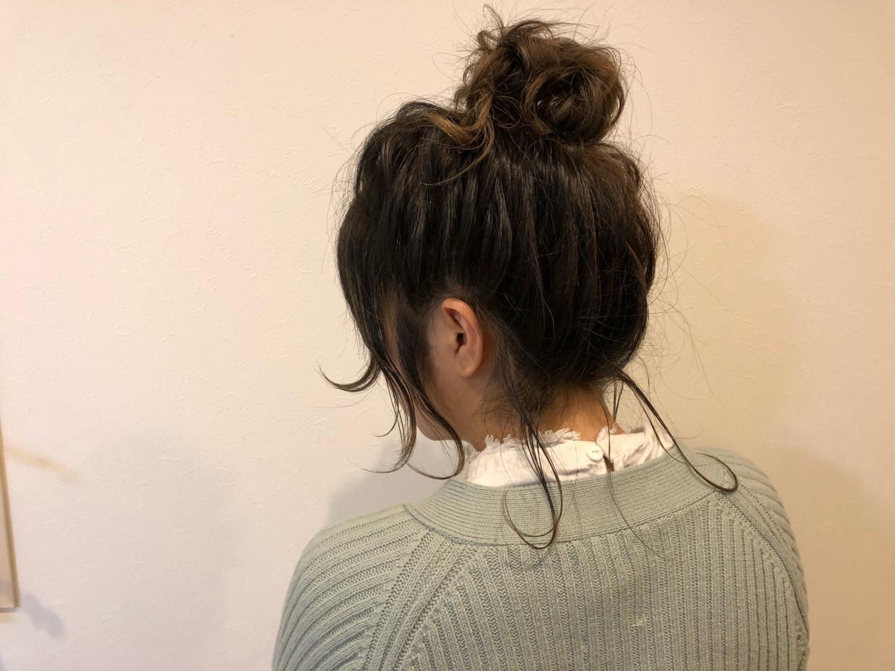 外ハネ お団子 簡単ヘアアレンジ セミロング ヘアスタイルや髪型の写真・画像