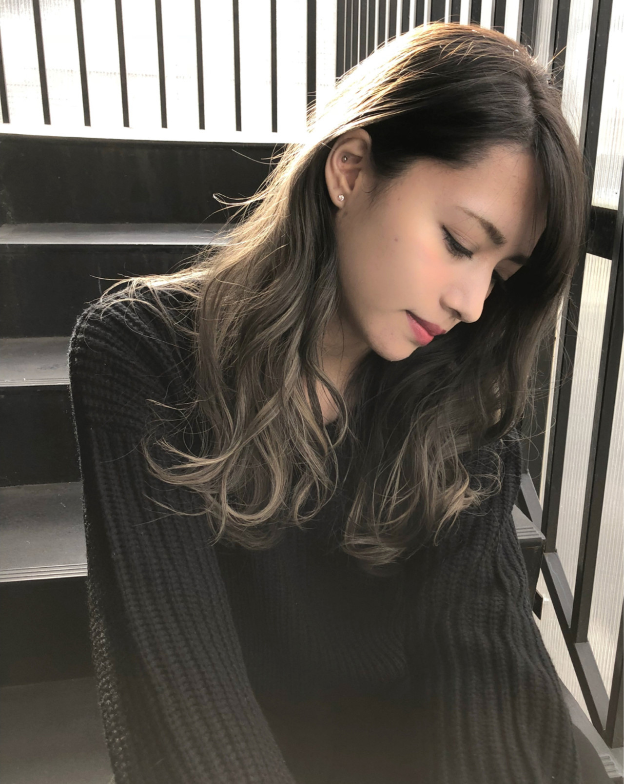 外国人風 インナーカラー ハイライト 暗髪 ヘアスタイルや髪型の写真・画像