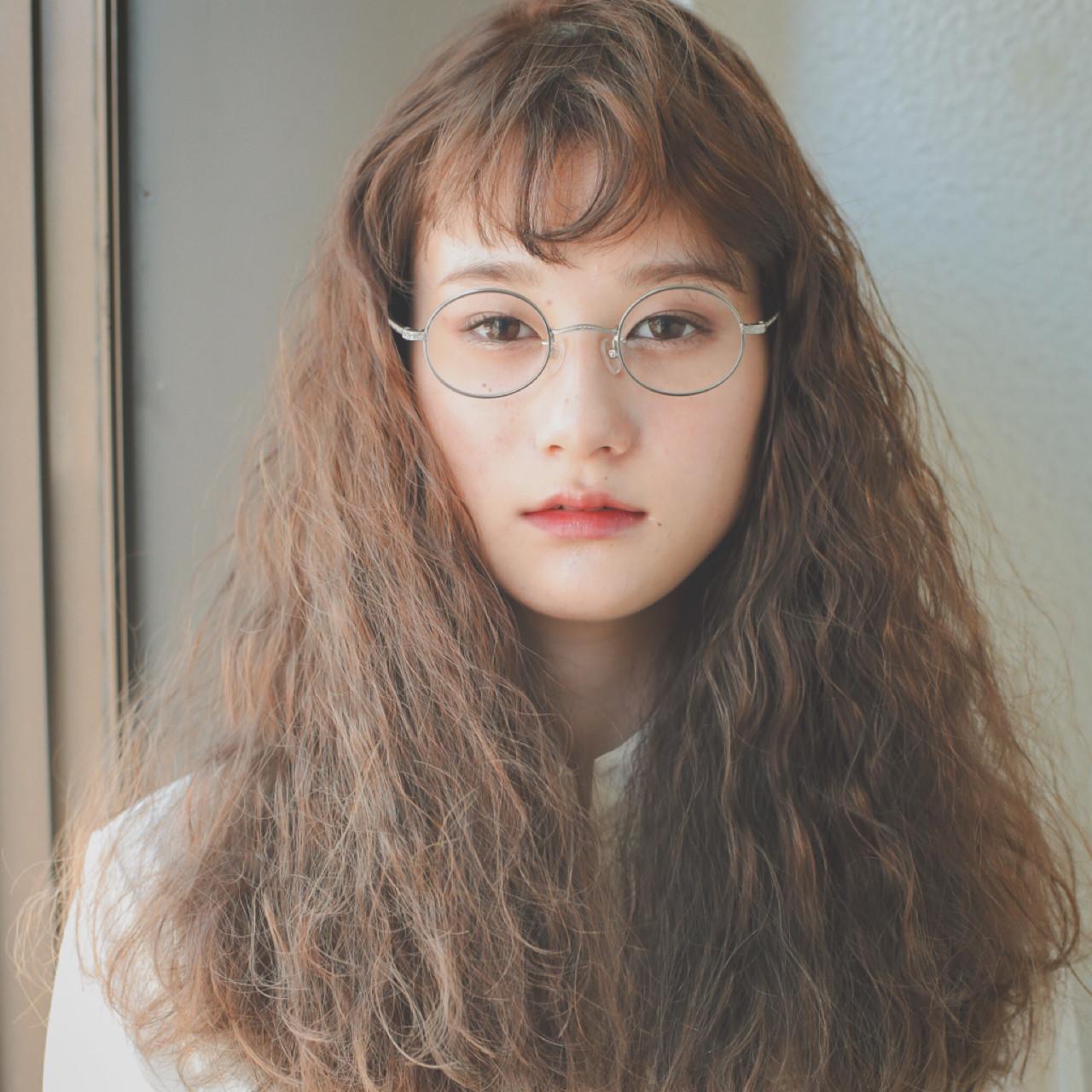 前髪あり ガーリー ソバージュ フリンジバング ヘアスタイルや髪型の写真・画像