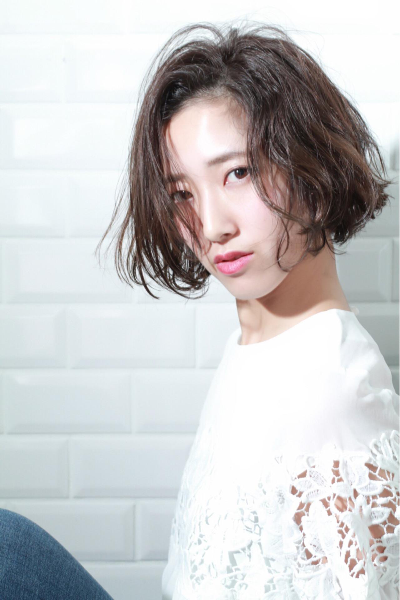 かきあげ前髪×くせ毛風パーマで外人ショートボブ♡ 宮崎 まさみ | APPiiS