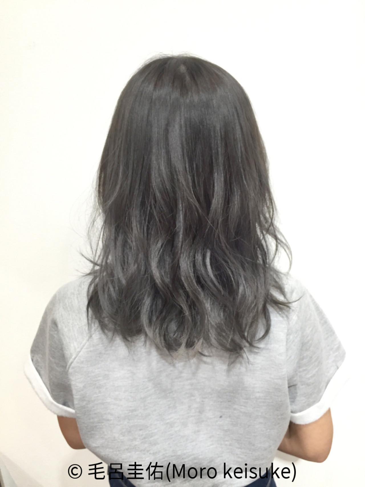 グレー ダークアッシュ ミディアム ブリーチ ヘアスタイルや髪型の写真・画像