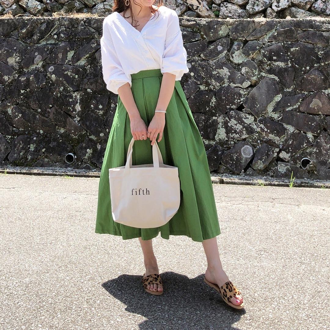 タックフレアスカートで大人っぽく♡ 出典:moyooonn
