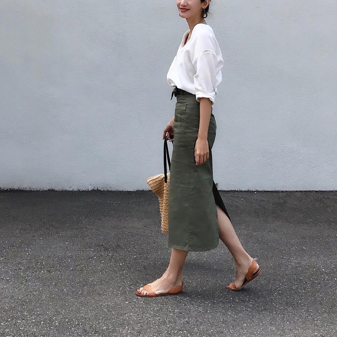 スリットスカートで大人の女性を演出♪ 出典:nagina001