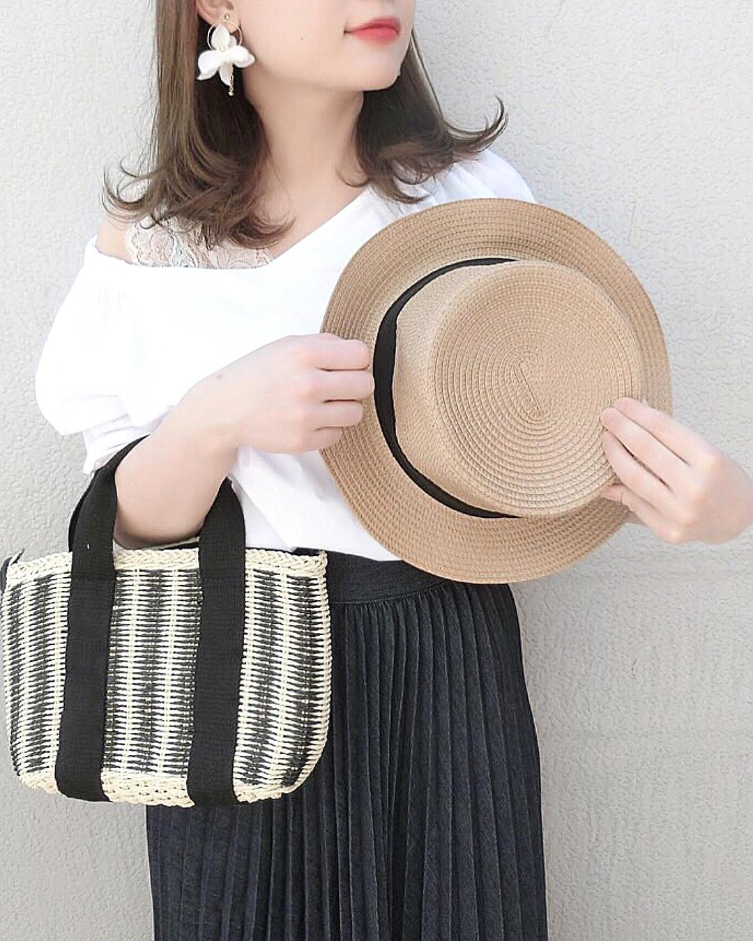 ワンショルでおしゃれに肌見せ☆ 出典:wear.chicchimo