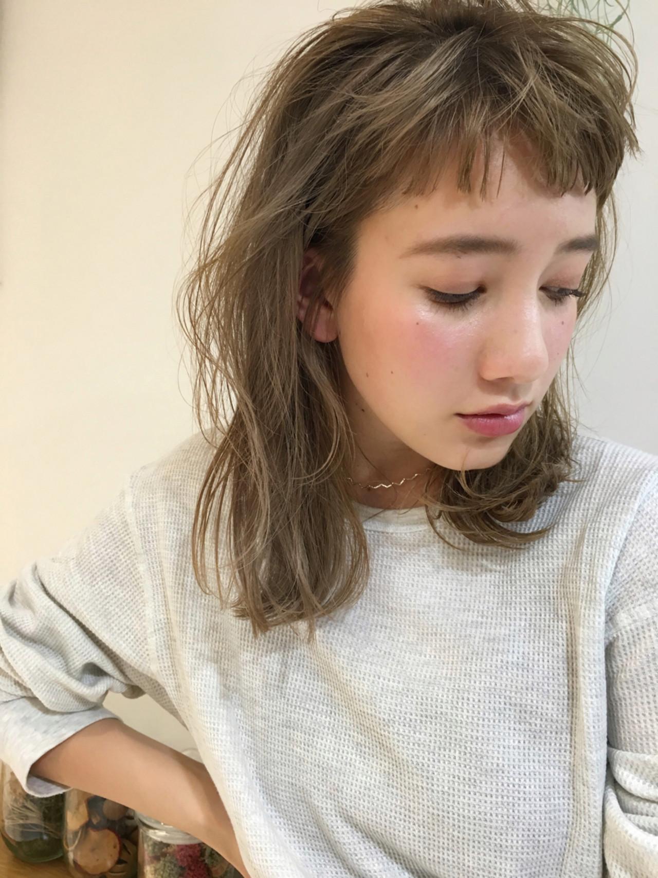 ストレート ミディアム 前髪あり デート ヘアスタイルや髪型の写真・画像