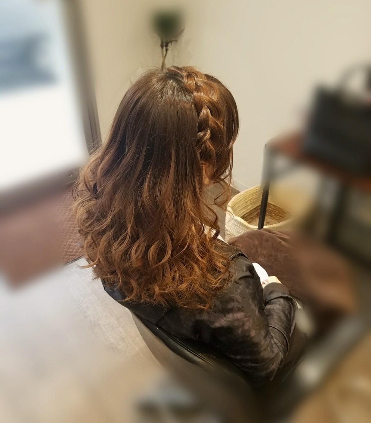編み込み ヘアアレンジ ガーリー セミロング ヘアスタイルや髪型の写真・画像