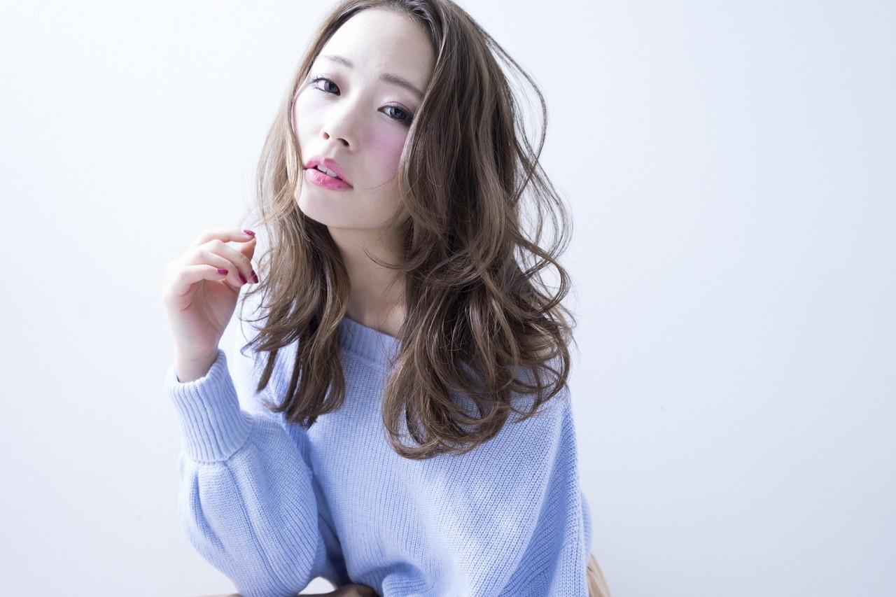 エレガントな旬顔はコーラルピンクのチークでつくる Ciel Hairdesign 代表 今田 亮