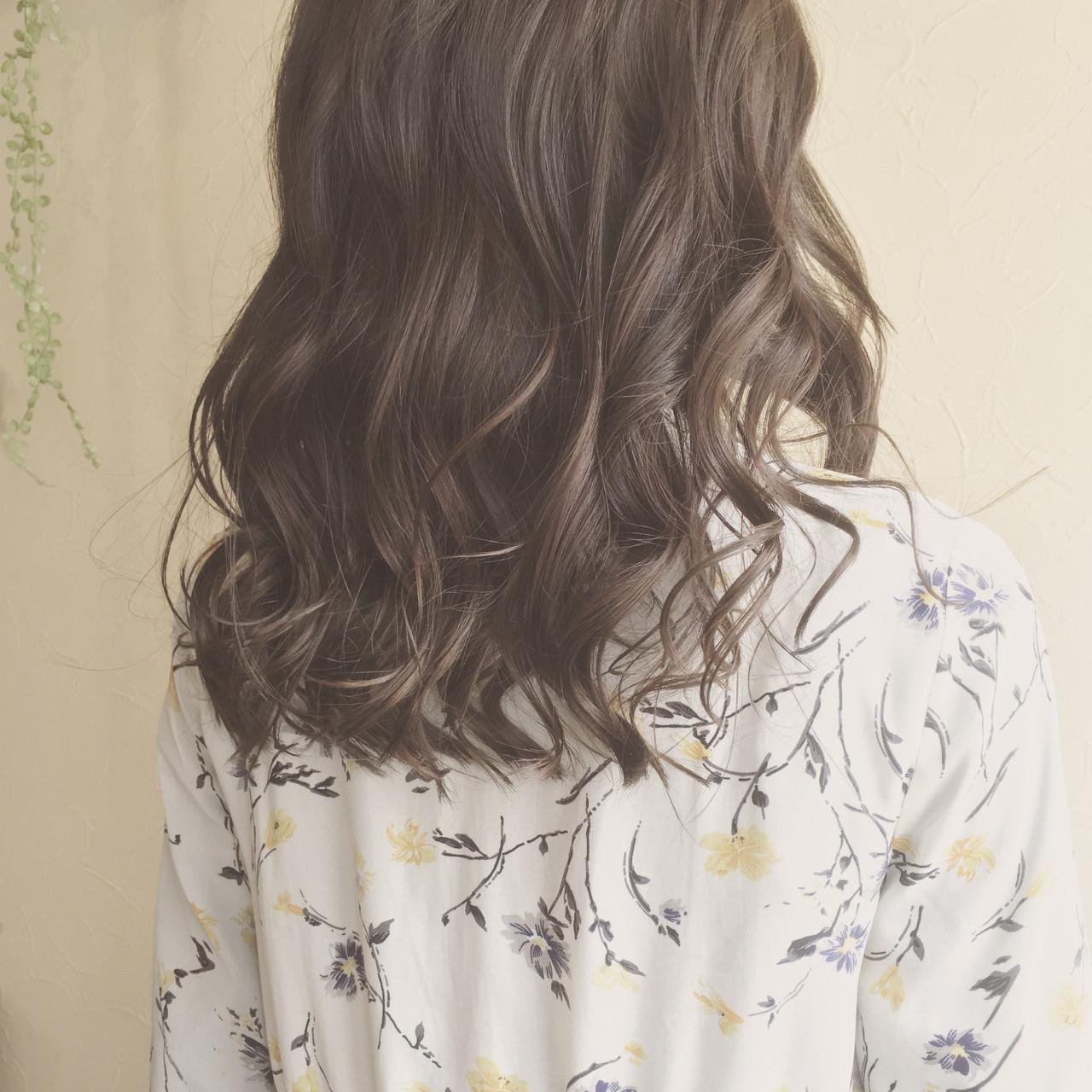 デート フェミニン カール ロング ヘアスタイルや髪型の写真・画像