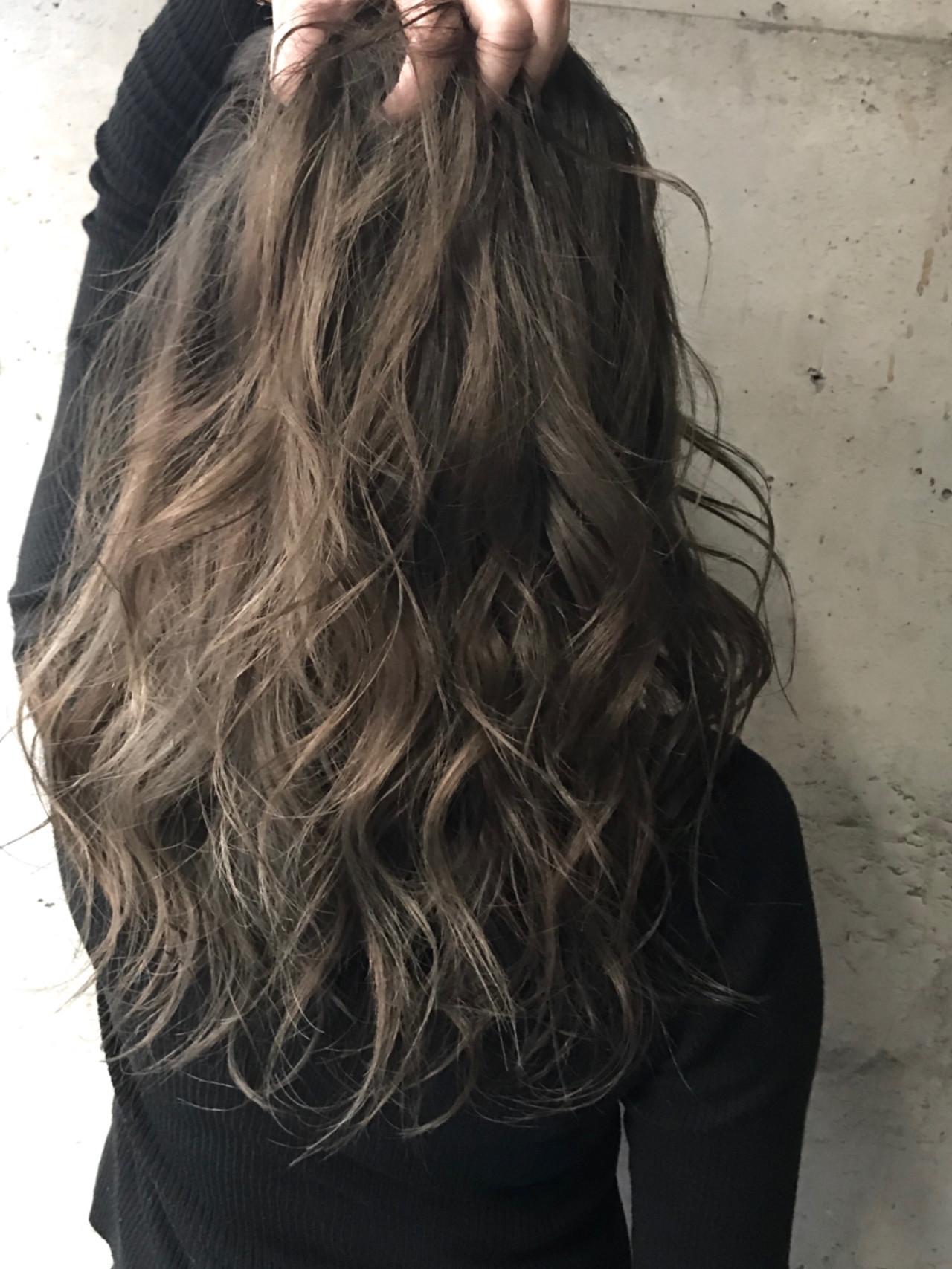 グレージュ セミロング ナチュラル アッシュグレー ヘアスタイルや髪型の写真・画像