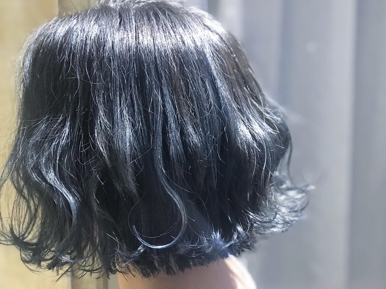 ショート ネイビー 切りっぱなし モード ヘアスタイルや髪型の写真・画像