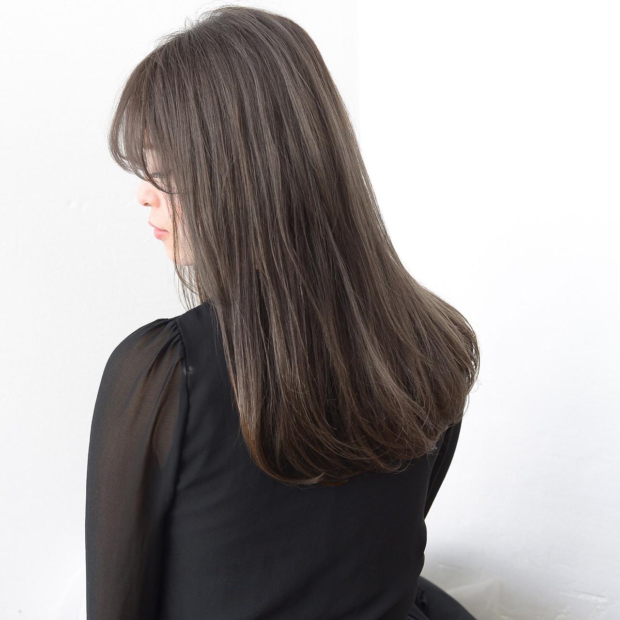 セミロング アッシュ 透明感 グレージュ ヘアスタイルや髪型の写真・画像