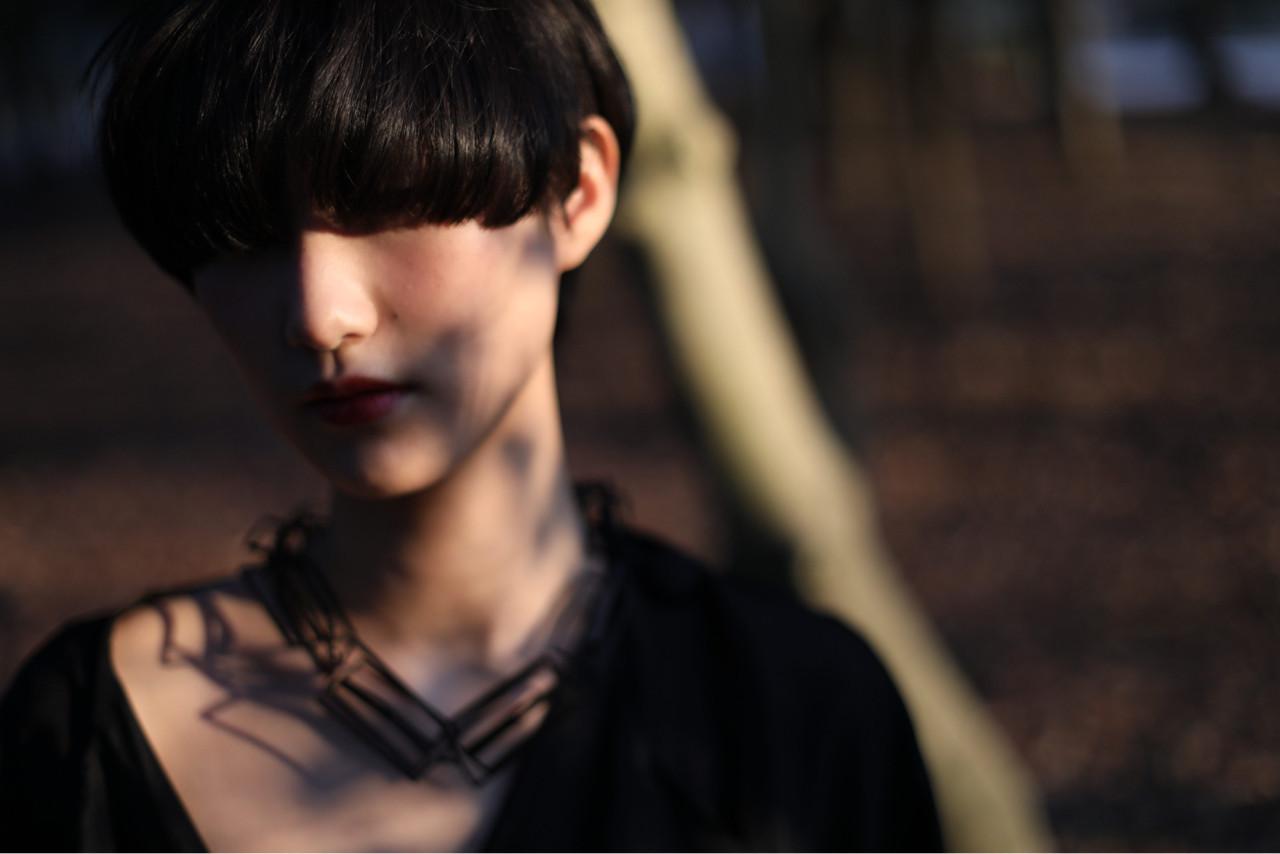 ぱっつんワイドバングの黒髪ショートでモードっぽく 木下大輔 | amanda