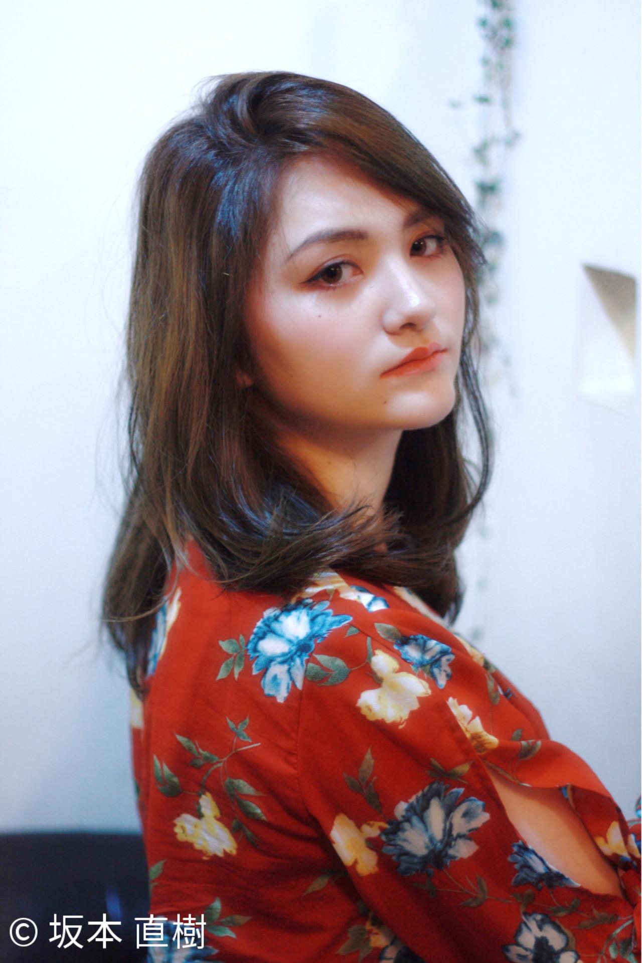 かき上げ前髪 前髪あり ナチュラル ローライト ヘアスタイルや髪型の写真・画像