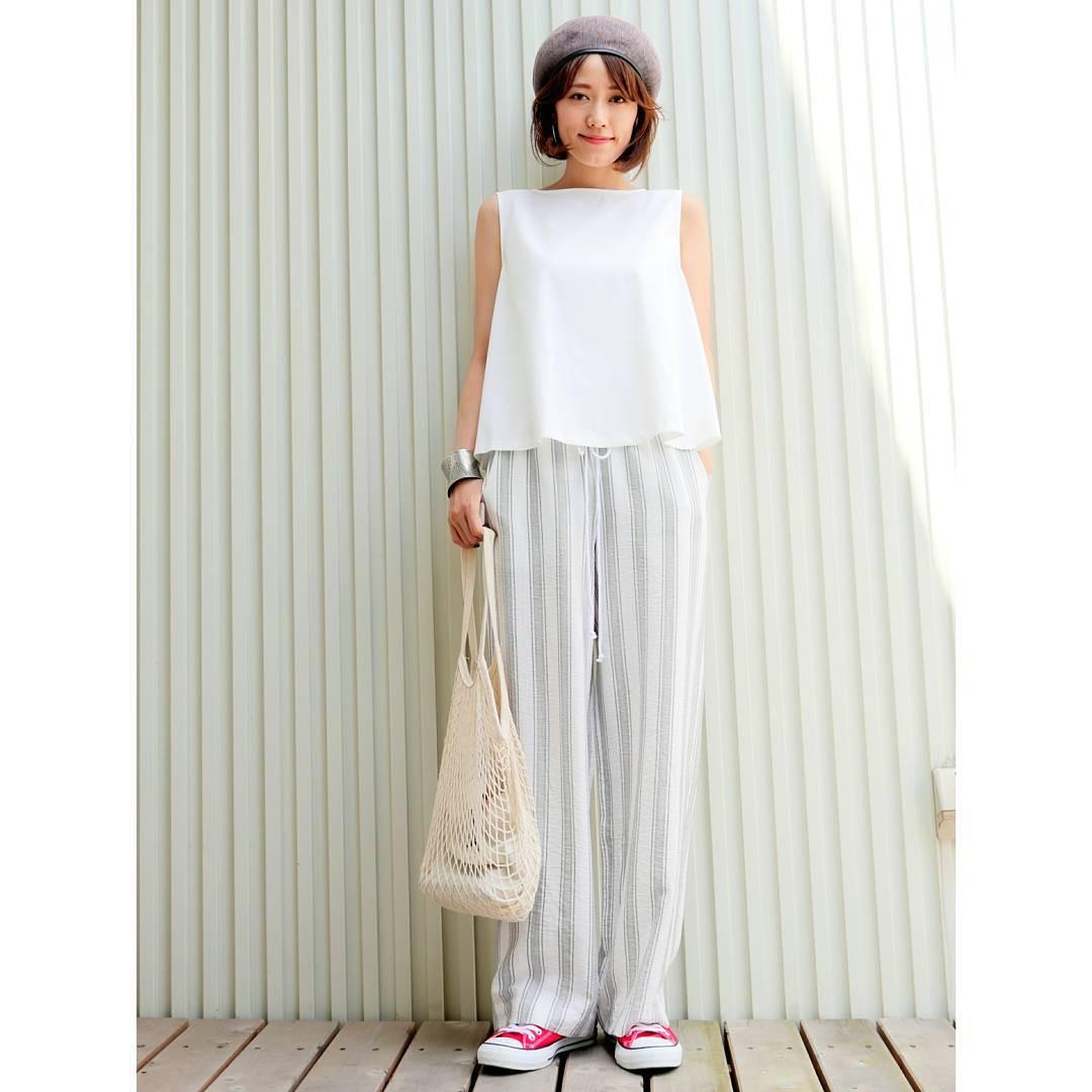 ホワイトシャツで、清潔感のあるカジュアル mikiaoba
