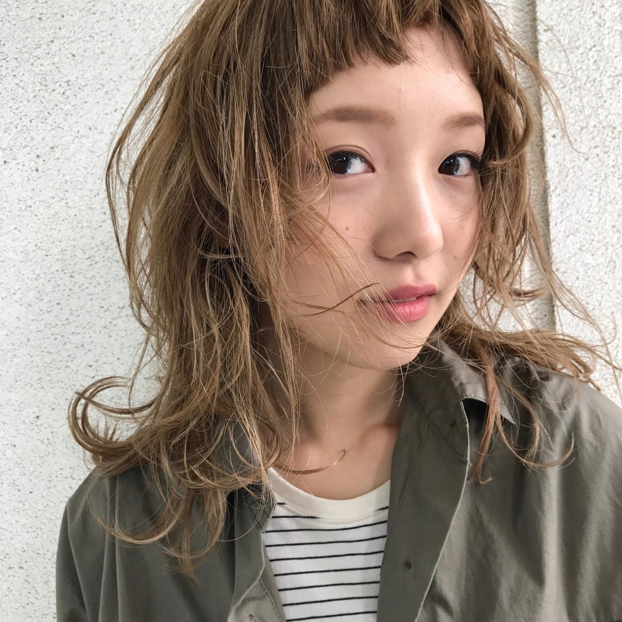 ミディアム パーマ レイヤーカット ウルフカット ヘアスタイルや髪型の写真・画像