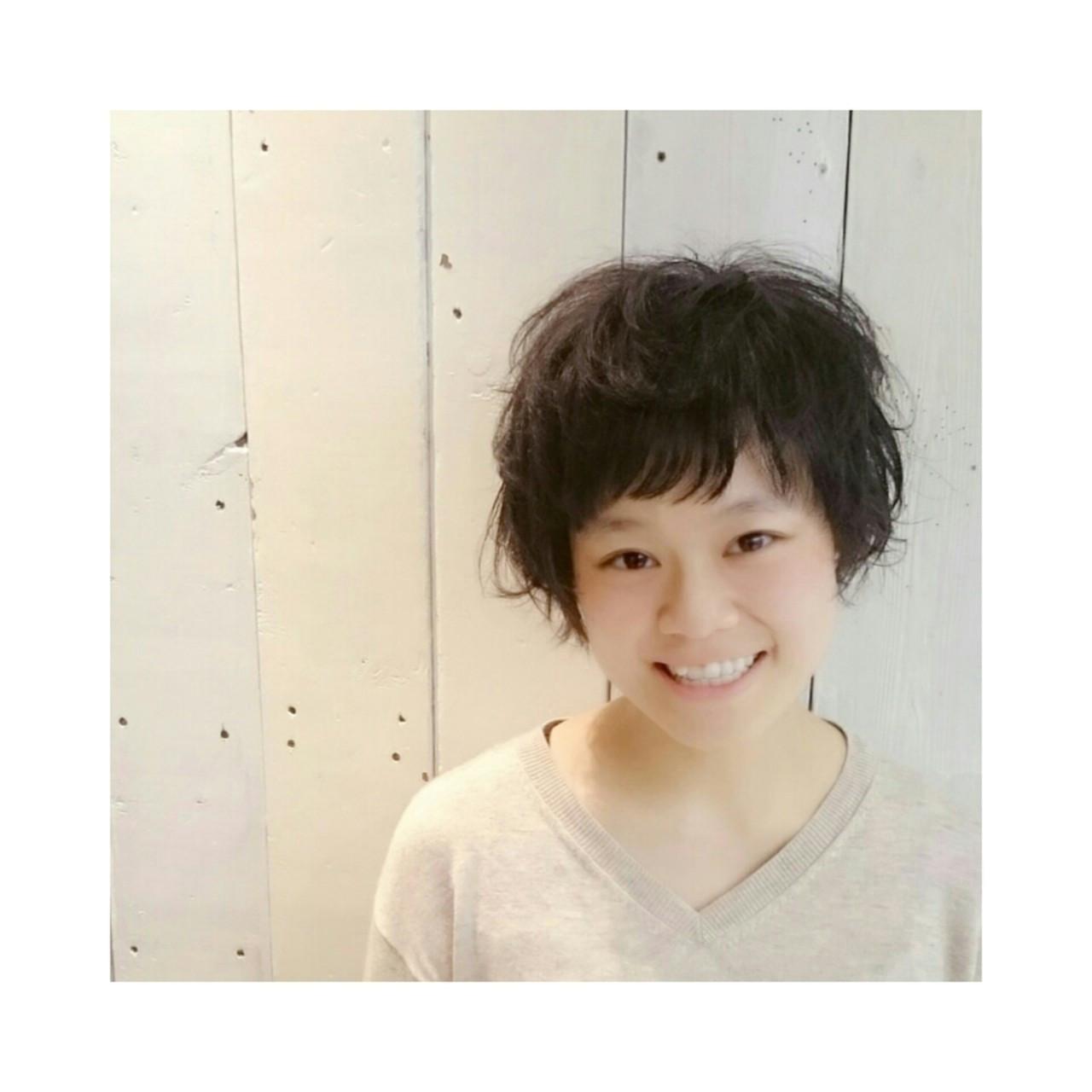 ショート ガーリー 黒髪 パーマ ヘアスタイルや髪型の写真・画像