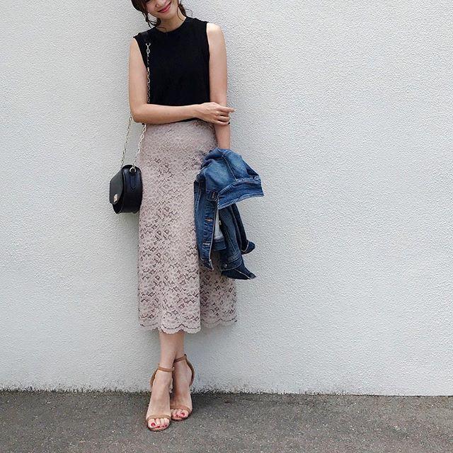 スカートがベージュなら女性らしい印象に 出典:nagina001
