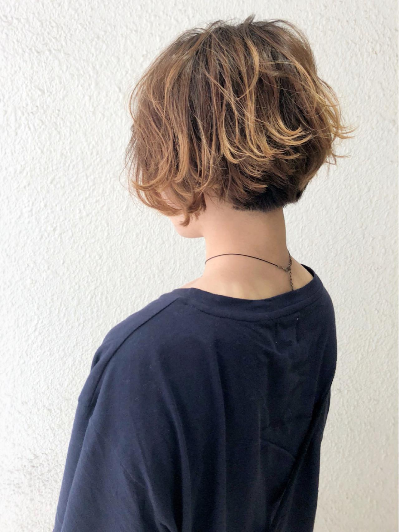ショートヘアのグラデーションカラー 山下 千香子 (ころも)