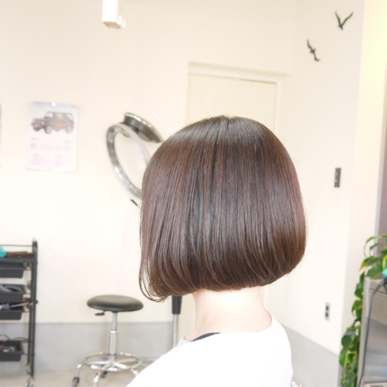 ストレートヘアに大人の色気を感じるヘアスタイル iwamoto atsushi