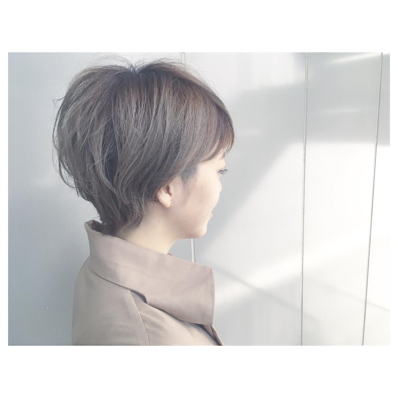 ストリート グレージュ アッシュグレージュ ハイトーン ヘアスタイルや髪型の写真・画像