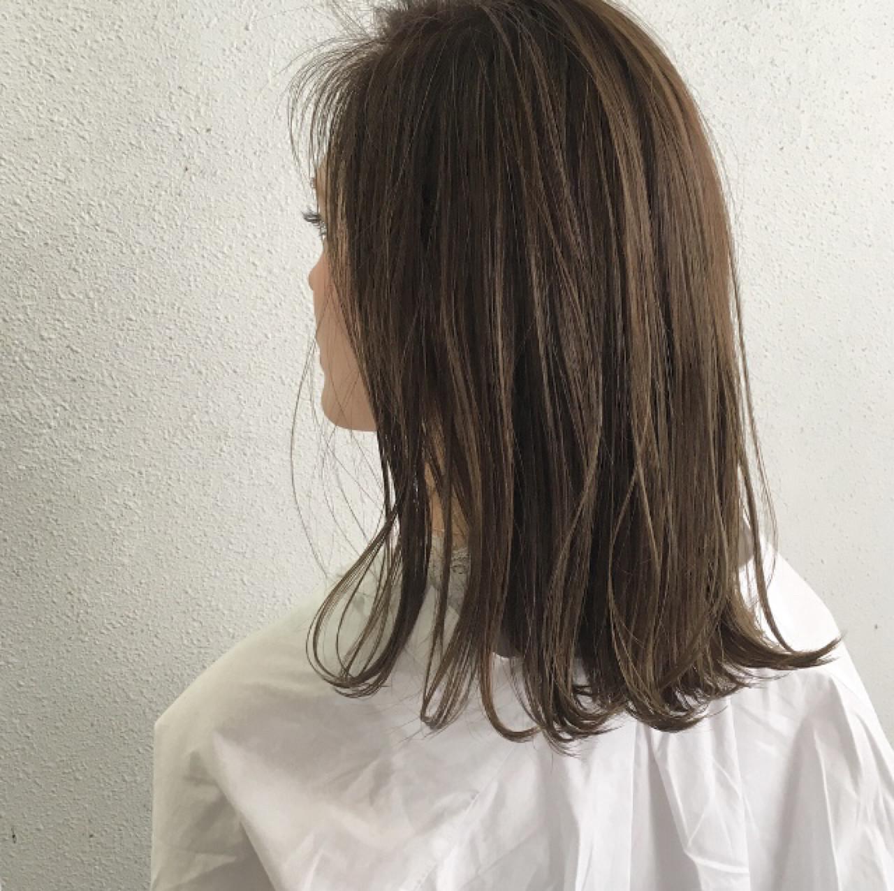ナチュラル 外ハネ ハイライト ロブ ヘアスタイルや髪型の写真・画像