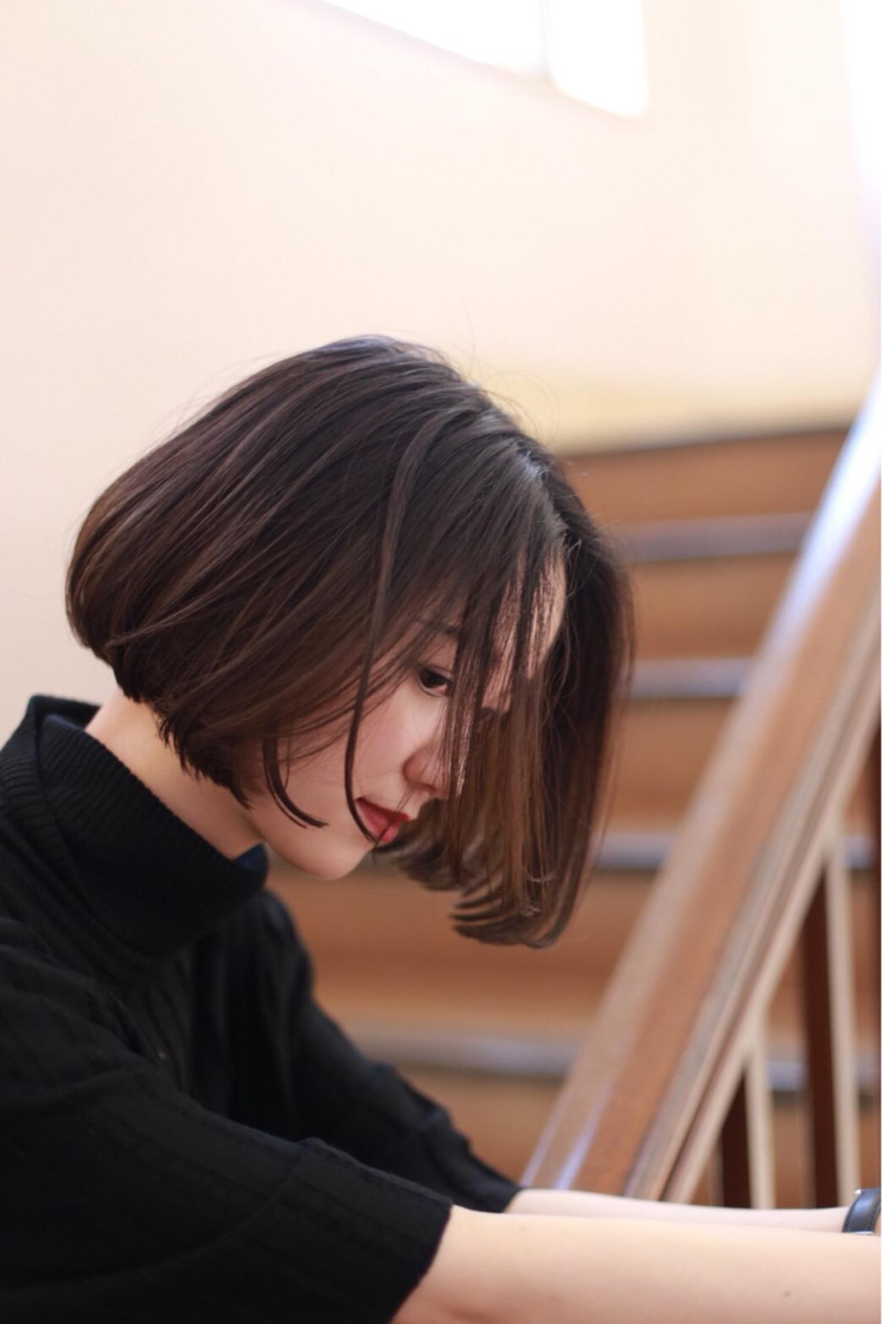 ボブ 大人女子 センター分け 切りっぱなし ヘアスタイルや髪型の写真・画像